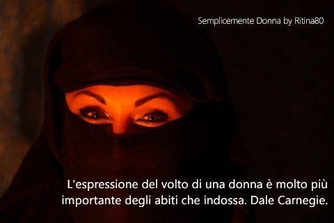 L'espressione del volto di una donna è molto più importante degli abiti che indossa. Dale Carnegie.