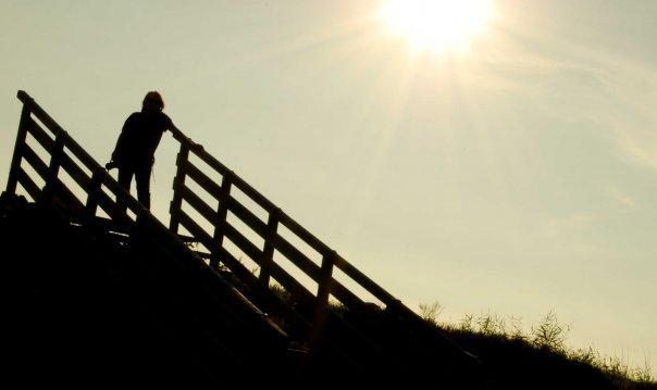 La vita è come una scala... CONDIVIDETELA, se guardi in alto, sarai sempre l'ultimo della fila, se guardi in basso vedrai che ci sono molte persone che desidererebbero essere al posto tuo.