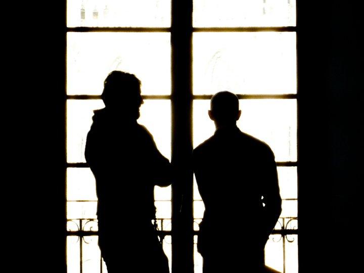NON DEVI AIUTARE TUA MOGLIE - dialogo tra due amici