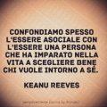 Confondiamo spesso l'essere asociale con l'essere una persona che ha imparato nella vita a scegliere bene chi vuole intorno a sé. - Keanu Reeves -