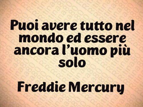 Puoi avere tutto nel mondo ed essere ancora l'uomo più solo  Freddie Mercury  👑✨  Il 24 novembre 1991 ci lasciava il leggendario cantante dei Queen.